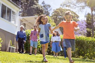Backyard fun for families. Try these 10 activities.